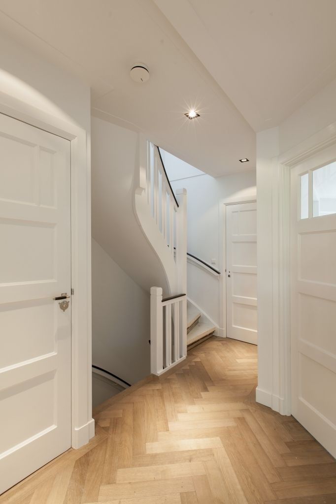 Houten binnendeuren die wij kunnen leveren en plaatsen bij Simon Maree. Geïnteresseerd in een van deze deuren + montage ervan in uw huis? Neem een kijkje op de website www.simonmaree.nl of kom langs!