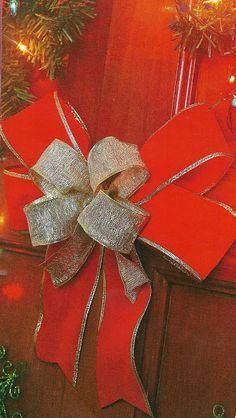 Hola amigas los  moños con cinta  son muy decorativos y bonitos, ya que si tu tienes un regalo que dar y ves que le falta un lindo moño dec...