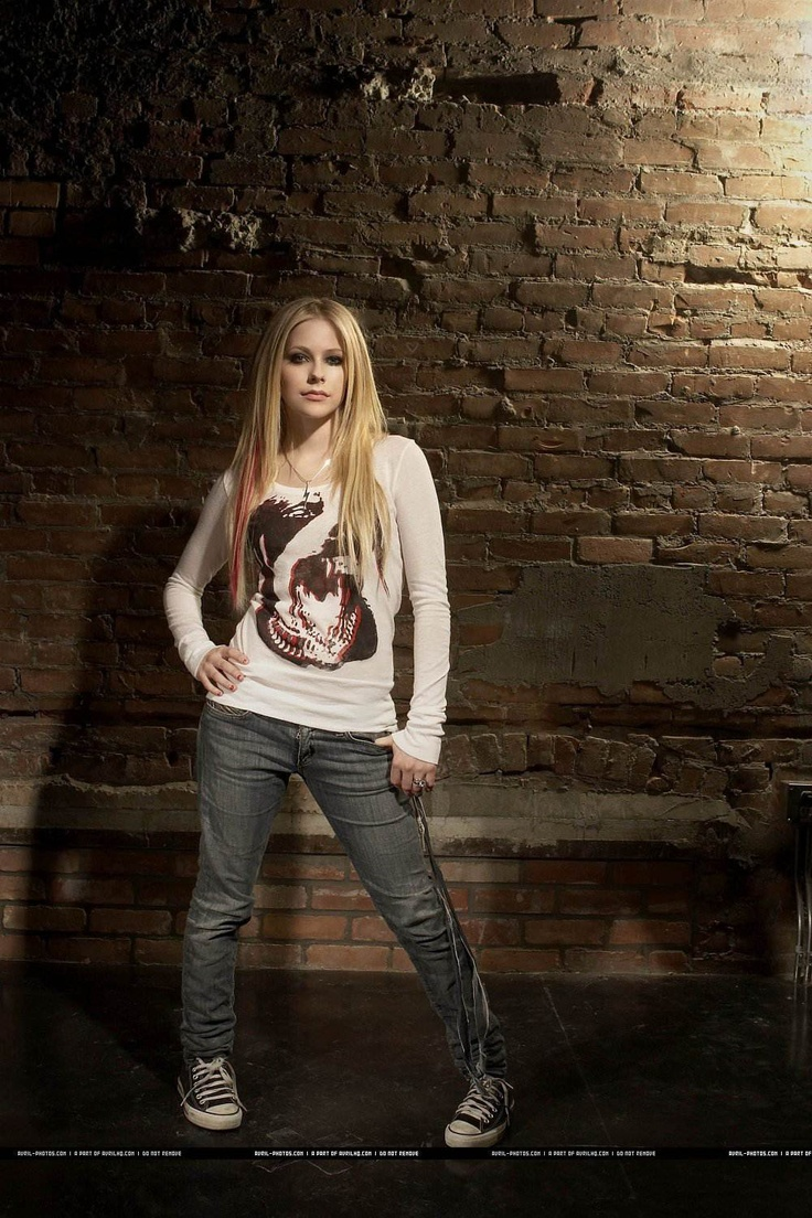 Avril Lavigne - like her outfit