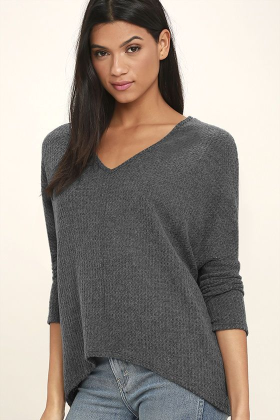 See a whole new world of cozy possibilities in the In Your Eyes Charcoal Grey Long Sleeve Top! Thermal fabric is soft and stretchy as it shapes a rounded V-neckline atop a flowy bodice framed by fitted dolman sleeves. High-low hem.