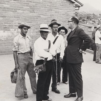 Héctor Abad Gómez with some men in the community of Versailles, Medellin, 1961