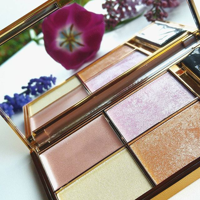 Ma minden a csillogásról szól a blogon! 😍 A highlighter tesztes poszt linkje a bio-ban! 😘☝New post went up! Lets glow! 💖···#newpost #sleeksolstice #ijustcantgetenough #highlighterswatches #highlighter #makeuptesting #beautyblogpost #beautyblogger #sleekmakeup #bbloggers #strobingmakeup #makeupproduct #lookatthisbeauty #szepsegblog #magyarblogger #ujposzt #smink #sminkpaletta