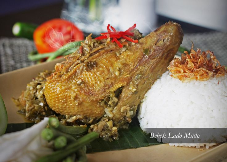 BEBEK LADO MUDO Tender fried duck served with tongue tingling cutlets of green chili and steamed rice. FREE Iced Tea. Rp 79,000++/portion. Available at The Lounge and Mezzanine Restaurant.