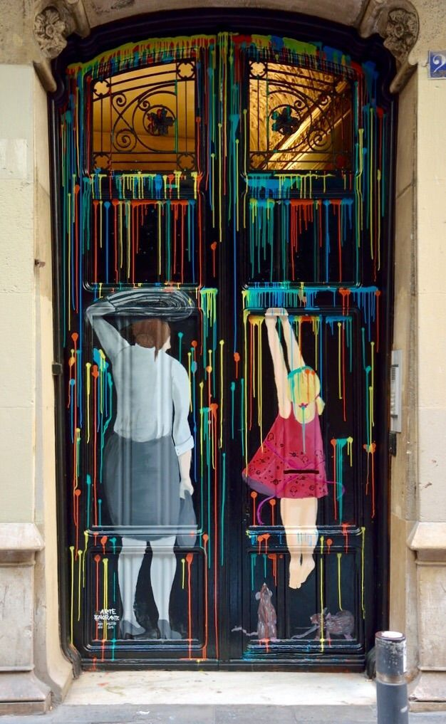 Painted door, Barrio Gótico,Barcelona, España