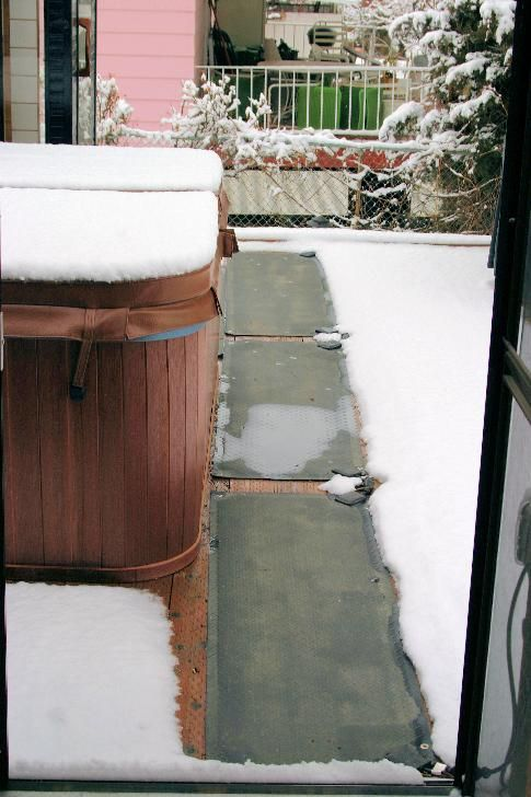 Keep the walkway to your hot tub nice and clear from snow