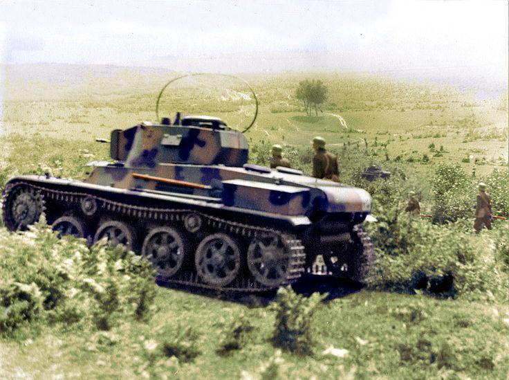 Hungarian units advance forward in Ukraine. On pictures is an Toldi 38.M light tank.Magyar csapatok szelnek át egy jól belátható terepet ,a gyalogság kiséri a Toldi könnyűpáncélost. Ukrajna 1941.