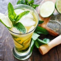 Iced Green Tea Mojito- a cross between iced green tea and a mojito, this is the ultimate summer cocktail. #foodgawker