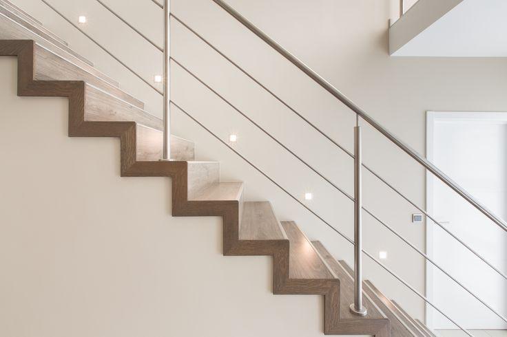 Benieuwd naar de mogelijkheden voor uw traprenovatie of -bekleding? Met een paar muisklikken ziet u hoe u een greep uit de diverse opties kunt combineren. http://www.newstairs.nl/trapconfigurator/ #traprenovatie #trapbekleding