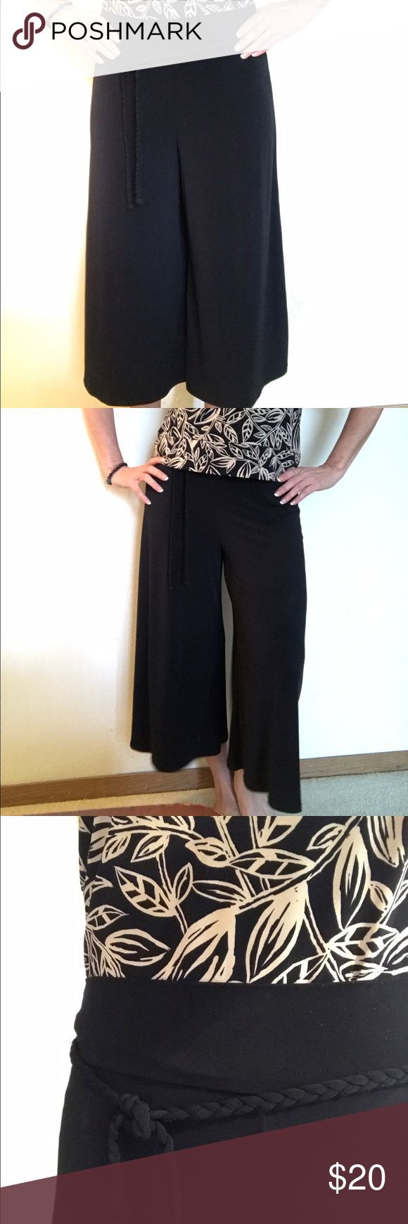 Black loose trousers Black loose trouser that looks like a skirt. Comes with a detachable braided belt. Very comfortable and elegant. Perfect for spring and hot summer days. Pants Wide Leg