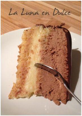 Tarta de bizcocho, crema y chocolate