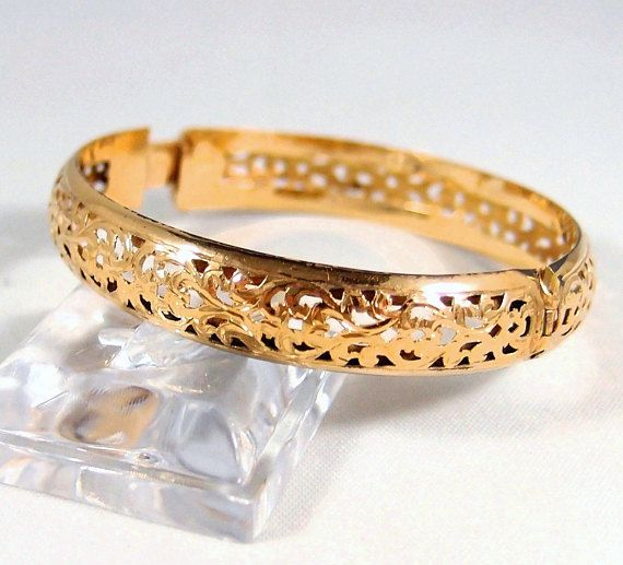 A different solid gold bangle! Delicate but sturdy 18K solid gold bracelet fine gold vintage