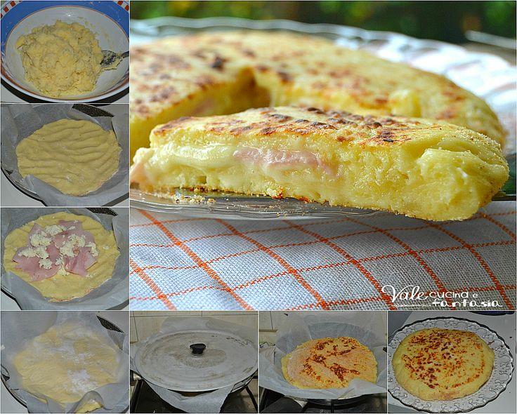 Μια πανεύκολη συνταγή για μια υπέροχη, πρωτότυπη πίτσα με αφράτη, πεντανόστιμη ζύμη πατάτας, με γέμιση ζαμπόν και τυρί στο τηγάνι ή και στο φούρνο αν προτι