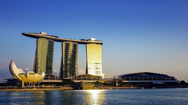 An Asian cruise is a wonderful way to discover the region.  It is so diverse and each country is unique and have differents travel sites to offer.  The food is just diverse and will satisfy all palates. Above you see the Marina Bay Sands in Singapore.  On top of this hotel is an infinity pool. Would you dare? #Travelblogger #travel #Singapore #reise #ferie #reiseblogger