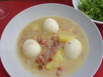 Das perfekte Tellergerichte: Süss-Saure-Eier-Rezept mit einfacher Schritt-für-Schritt-Anleitung: Zwiebel pellen in kleine Würfel schneiden und mit dem…