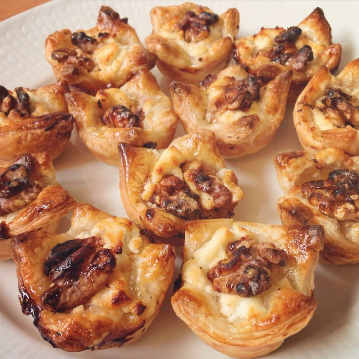 Goat cheese bites with walnuts and honey
