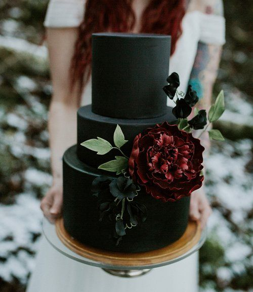 Black cake with sugar peony and sweet peas Image courtesy of Breanna Lasher Photography