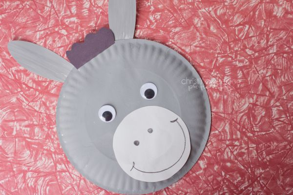 "When we were reviewing all we learned about donkeys and horses at the end of the week, I asks students - how do you remember so much about donkeys? Nylah answered, ""Because we made one!"" So true, that we can learn a lot by getting crafty! (We also read about them, compared pictures, etc.) This image from http://3.bp.blogspot.coWe painted the paper plate one day and assembled the rest of the donkey - big ears, big eyes, snout and mouth, the next day…"