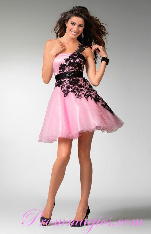 This is such a cute & flirty dress :)