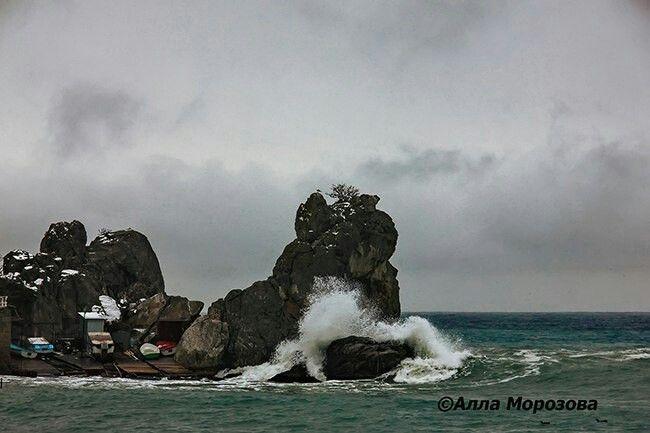 Зимний шторм. Гурзуф, Ялта, Крым, Россия