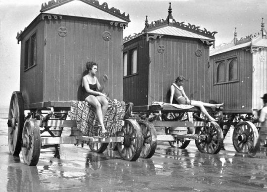 un regard Beautifully elaborate bathing machines from a series of lantern slides entitled, Bygones. The bathing machines are clearly Victorian, but the swimwear worn by the women sunning themselves on their ledges suggest the photograph was taken some time later, around the 1920′s. (Photo: Boswell Collection, Bexley Heritage Trust / Mary Evans Picture Library) / src: The Mirror #bathing machine #victorian bathing achine #swimming suit #bathing suit #sunbathing #sunbath #1920's