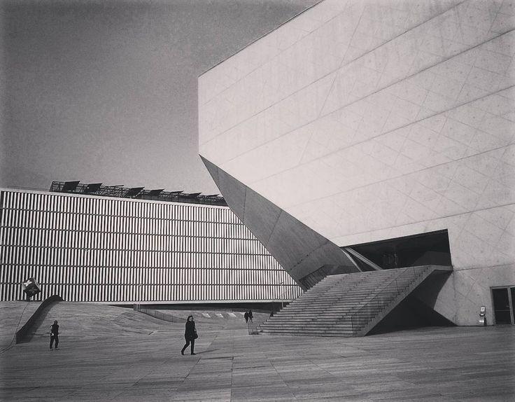"""28 Gostos, 2 Comentários - Ira  Novikova (@ira_new) no Instagram: """"Casa da Música, Porto #portugal #blackandwhite #bw #casadamusica #architecture #art #travel…"""""""