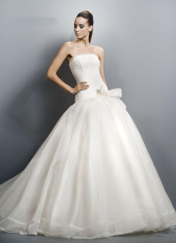 ROBE JESUS PEIRO 1030 TRES CHIC ....... Créateurs Vente robes et accessoires de mariée Marseille - Sonia. B