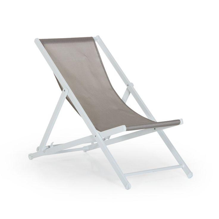 Leone strandstol är en elegant och vädertålig stol med stomme i vit aluminium.I serien finns soffgrupp, matgrupp, vilsäng och strandstol. Här visas strandstolen i vit aluminium och beige textileneväv, strandstolen är lätt hopfällbar och ställbar i rygg. Mått: Totalbredd, totaldjup, totalhöjd Strandstol: Tb 58 cm, Td 115 cm, Th 100 cm