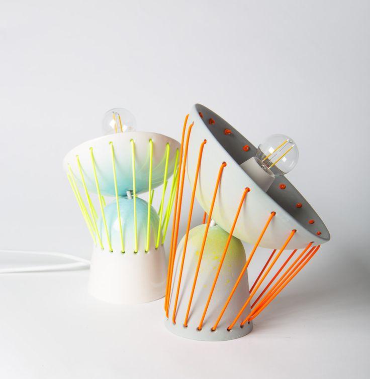 Elastic Lights, Marta Bordes pour Miluccia, 2015. Cette lampe utilise des élastiques pour réaliser ses jonctions.