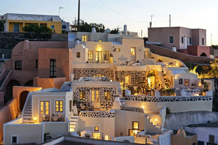 Greece Santorini 2 - 3 people 490 € - 700 € IMPORTANT: Breakfast (buffet ) included.