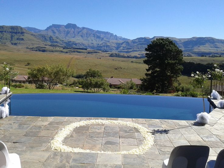 The mountains of the Drakensberg form a dramatic backdrop for this poolside wedding.