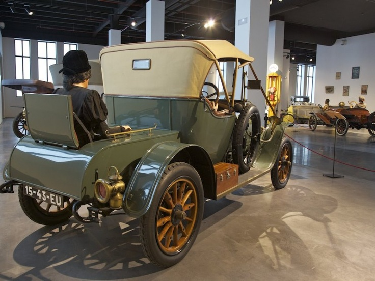 """Colección """"Belle Epoque"""" en el Museo Automovilístico de Málaga."""