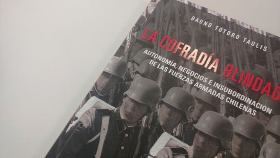 """""""La cofradía blindada"""": el libro que demuestra nuestro riesgo permanente de volver a sufrir una dictadura   El Dínamo"""