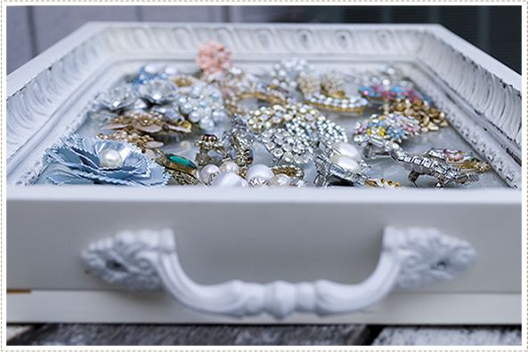 collecting vintage jewelry: old brooches