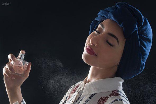 WAT ZEGT JOUW PARFUM OVER JOU... (EEN LEUK TESTJE!) ● Wist je dat jouw parfum heel veel zegt over wie jij bent?  Net zoals je kleding veel onthult over je persoonlijkheid, spreekt je parfum ook boekdelen over jou.  Houd je van kruidige ondertonen, of houd je meer van verleidelijke houtaccenten?  Gaat jouw voorkeur uit naar klassieke bloemengeuren, of juist naar citrus- en fruitige geuren?  Hier lees je wat jouw parfum zegt over jouw karakter en persoonlijkheid...  Lees meer…