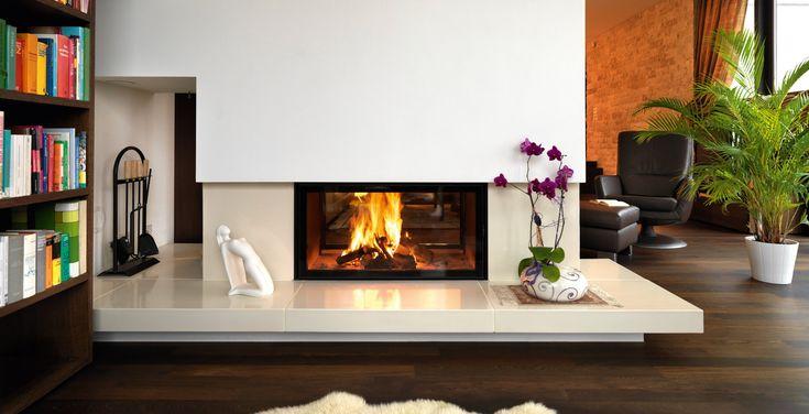 Chimenea de leña de doble cristal con visión panorámica #diseño de #interiores #salon #chimeneas de #leña