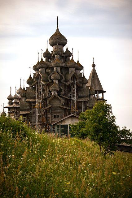 The wooden cathedral on Kizhi Island, Russia (by iamfisheye).