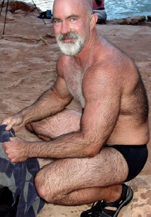 websites for gay mature men