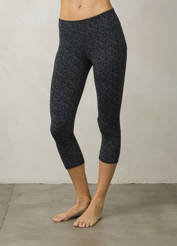 The Ashley Capri Leggings are made from Chakara® performance stretch moisture wicking jersey. These low-rise compression pants feature flatlock construction and a triangle gusset for added durability. The wide waistband is complete with a hidden mesh key pocket.