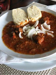 Staročeský guláš • recept • bonvivani.sk......... https://bonvivani.sk/recepty/starocesky-gulas