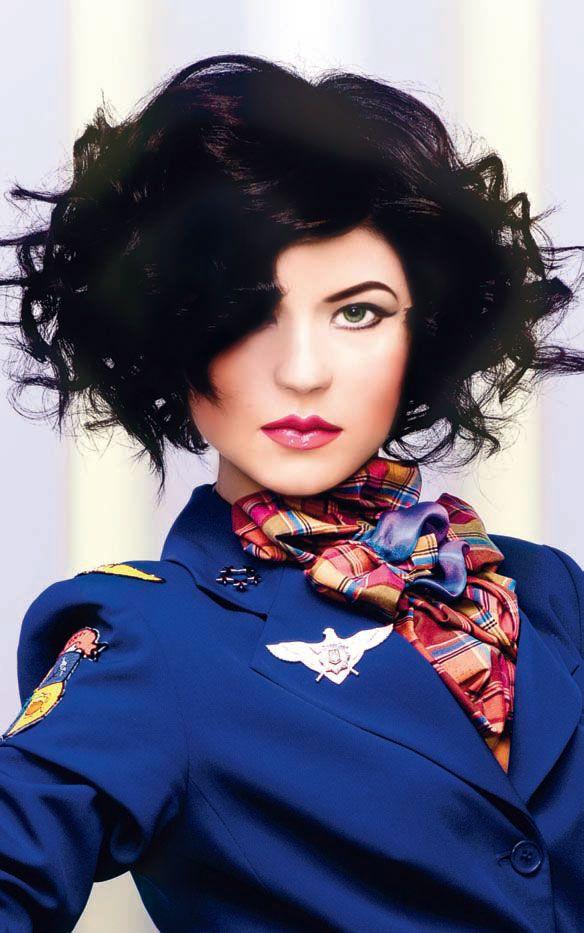 Стильные локоны для ярких девушек! Стрижка и советы по укладке для волос средней длины.