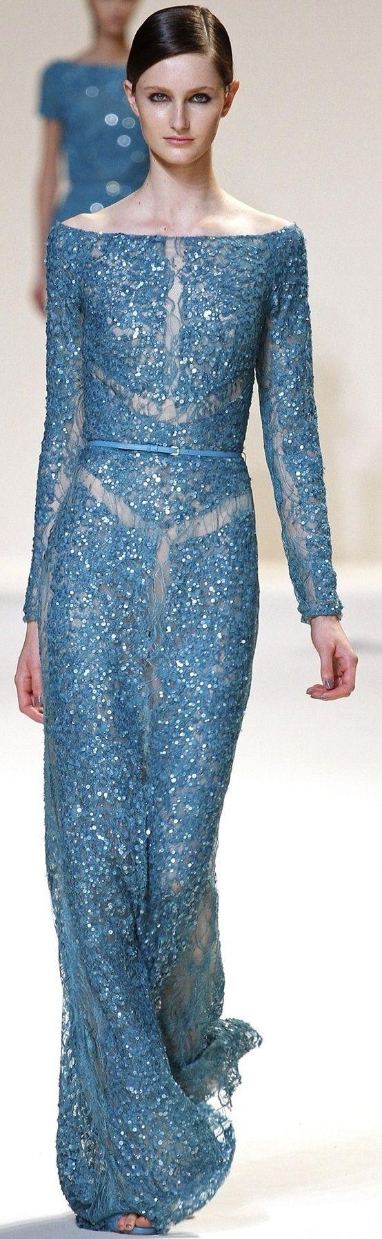 Me encantan los diseños de la firma Elie Saab. Son muy femeninos y sensuales.