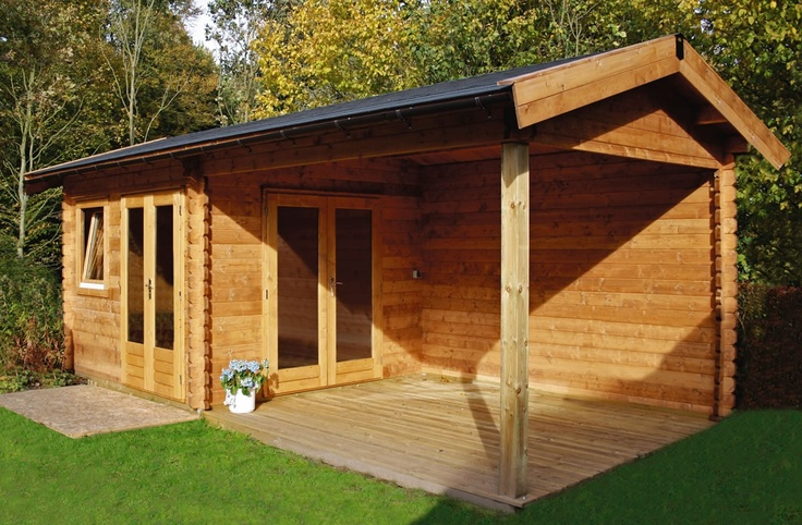 Blokhut / tuinhuis met zadeldak en grote overkapping model Mallorca 320 x 320 cm / 44 mm van Lugarde