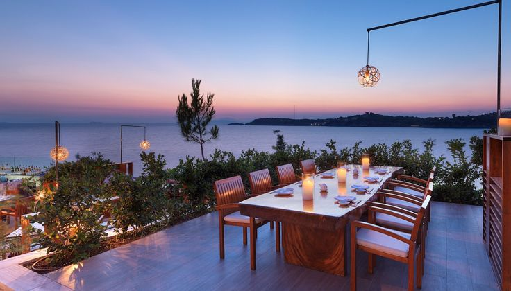 Το εμβληματικό εστιατόριο της Αθήνας πέρασε κάποια ποιοτικά σκαμπανεβάσματα τα προηγούμενα χρόνια, αυτό το καλοκαίρι όμως επιστρέφει σε πολύ καλές επιδόσεις και στη θέση που του αξίζει, καθώς προετοιμάζεται για θεαματική ανακαίνιση το φθινόπωρο.