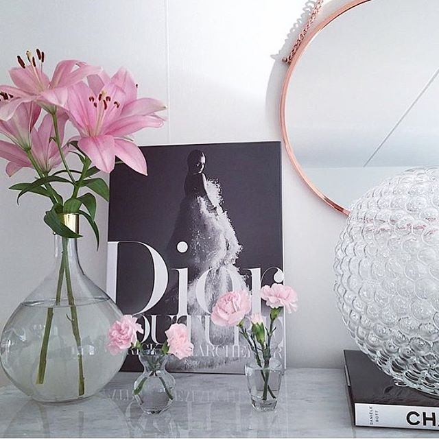 Morning glory ✨  Fortsätter att tagga rosa bilder (en av mina äldre bilder) med #lindexpink för deras kampanj mot bröstcancerforskningen   Önskar alla en fin dag, själv är ögonen som grus men så blir det när man är en nattuggla  #fuckcancer#lindexofficial#thinkpink#diorbook#housedoctordk#svenskttenn#daggvas#interiordesign#homedecor#roomforinspo#interiordesign#interiör#skönahem#nyahemmet#metromodehome#interior4passion#inspotoyourhome#interiorandliving#interior125