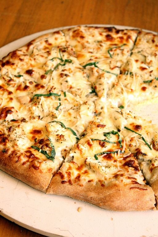 Chicken Alfredo Pizza topped with a lightened up homemade Alfredo sauce and chicken. All the favors of an Alfredo pasta dish, but in pizza form!