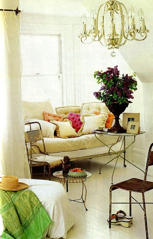 Great daybed and pops of fun color.