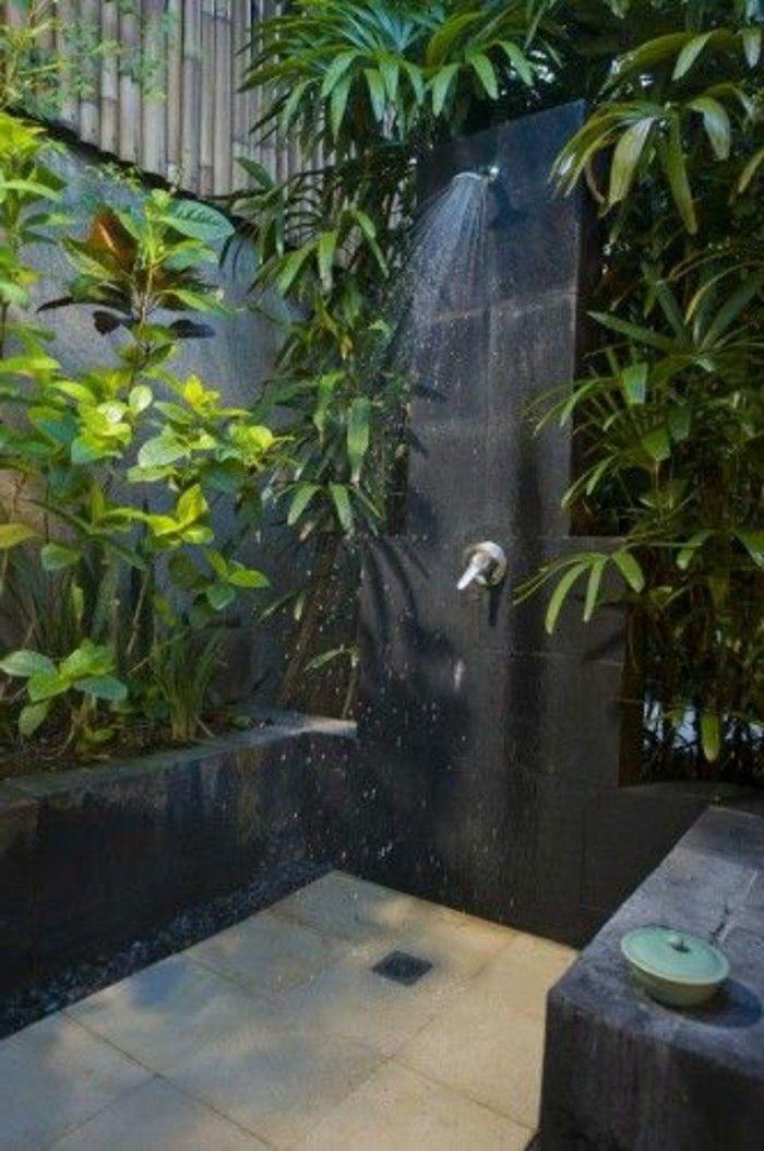 meuble salle de bain alinea avec plantes vertes et carrelage gris