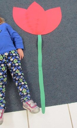 Is this flower taller or shorter than a preschooler? See this and 13 other fun flower ideas for #preschool !