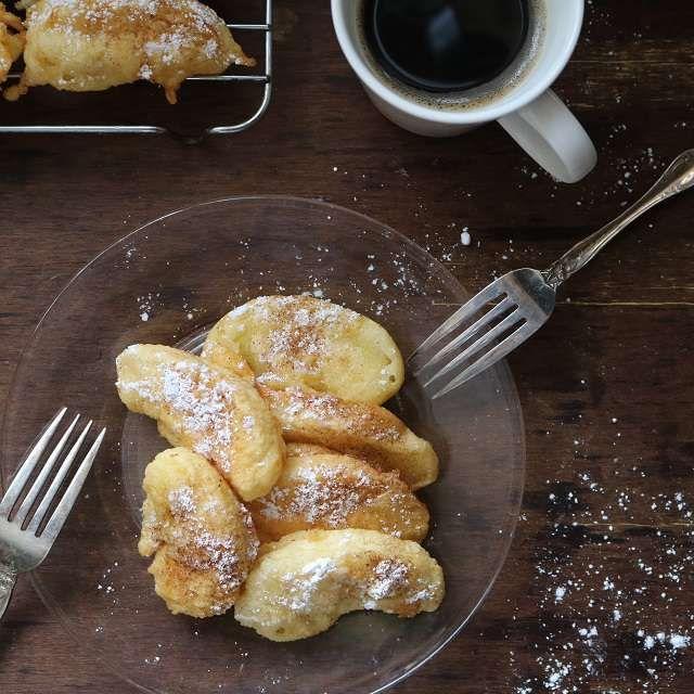 りんごのベニエ もうすぐバレンタインなので、ちょっとおやつにもなる料理をと思いまして、今日はりんごのベニエ(洋風の天ぷらみたいなもの)を作ってみました。