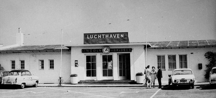 Het stationsgebouw van de luchthaven Zestienhoven in 1965.